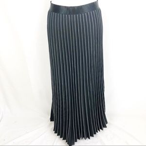 Max Studio London Black/White Pleated Maxi Skirt